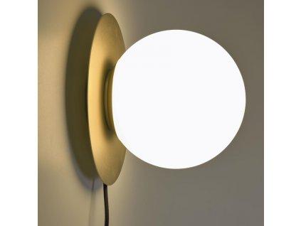Nástěnné mosazné kulaté světlo LaForma Manz se skleněným stínidlem