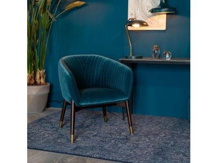Modré sametové lounge křeslo DUTCHBONE DOLLY s dřevěnou podnoží