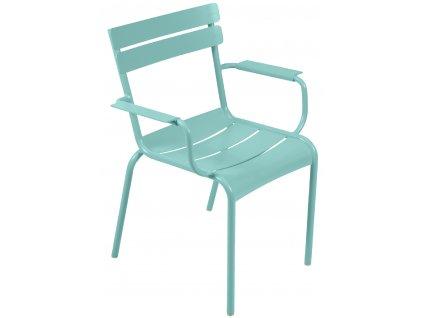 Světle modrá kovová jídelní židle Fermob Luxembourg s područkami