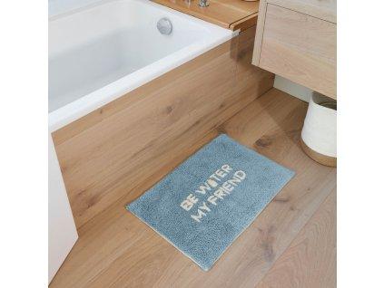 Modrá bavlněná koupelnová předložka LaForma Nandi Be Water My Friend 40 x 60 cm