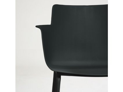 Černá plastová jídelní židle LaForma Hannia s područkami