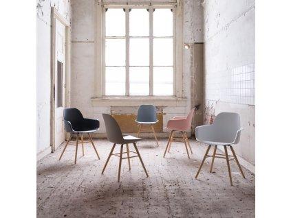 Světle šedá židle ZUIVER ALBERT KUIP, sedák propylen, jasanové podnože
