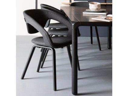 Jídelní židle ZUIVER FLEXBACK tmavě šedá látka masivní černě lakovaná buková podnož