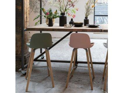 Růžová plastová barová židle ZUIVER ALBERT KUIP 65cm podnož jasanové dřevo