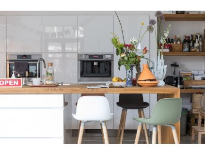 Bílá plastová barová židle ZUIVER ALBERT KUIP 65 cm