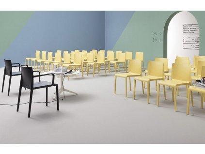 Zářivě modrá plastová židle Volt 670