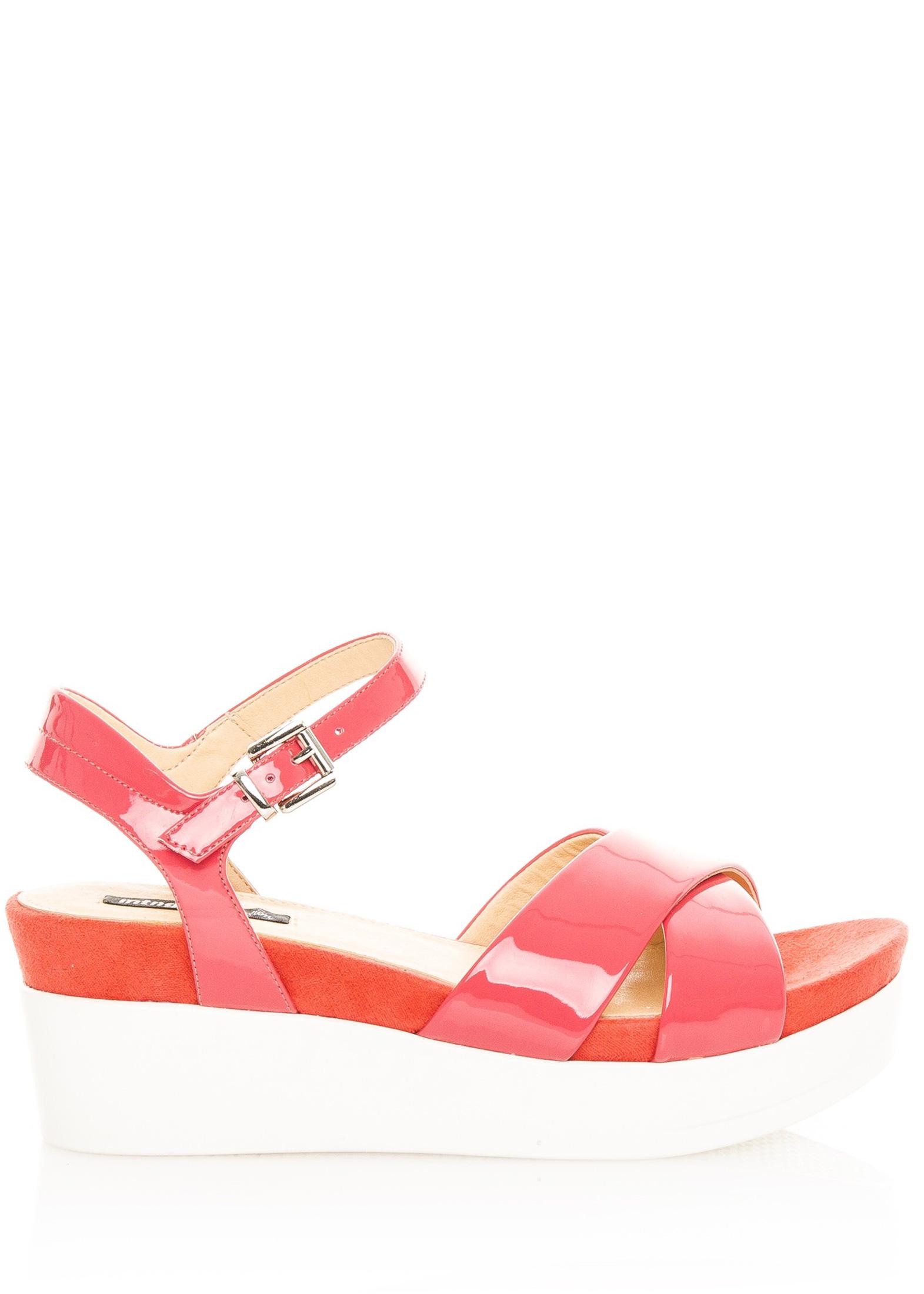 554de426af4a Červené lakované sandály na bílé platformě MTNG Velikost  38