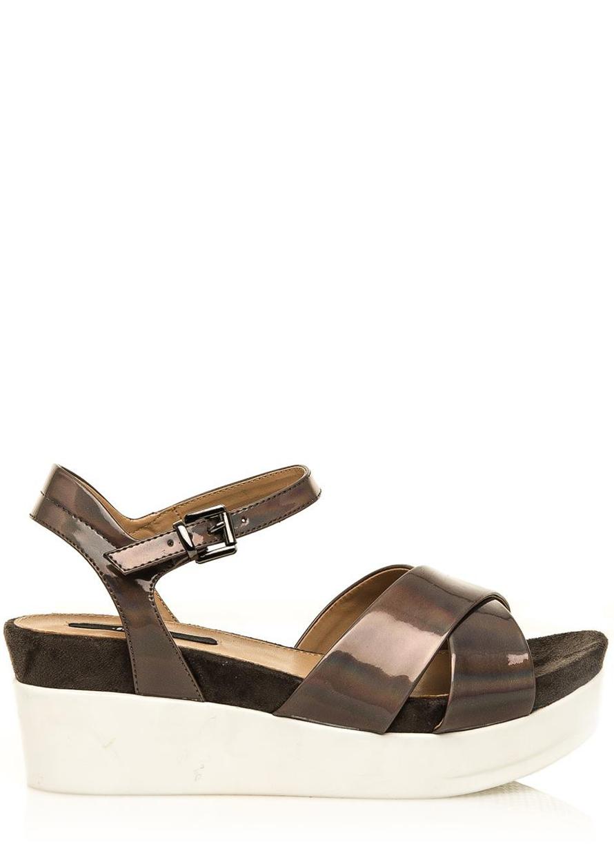 a0e64601c788 Hnědé lakované sandály na bílé platformě MTNG Velikost  37