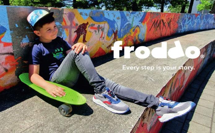 Froddo kluk se skateboardem