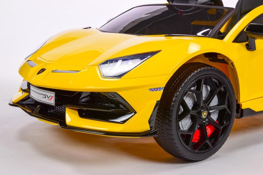 Lamborghini Aventador s 2.4G, lakované žluté