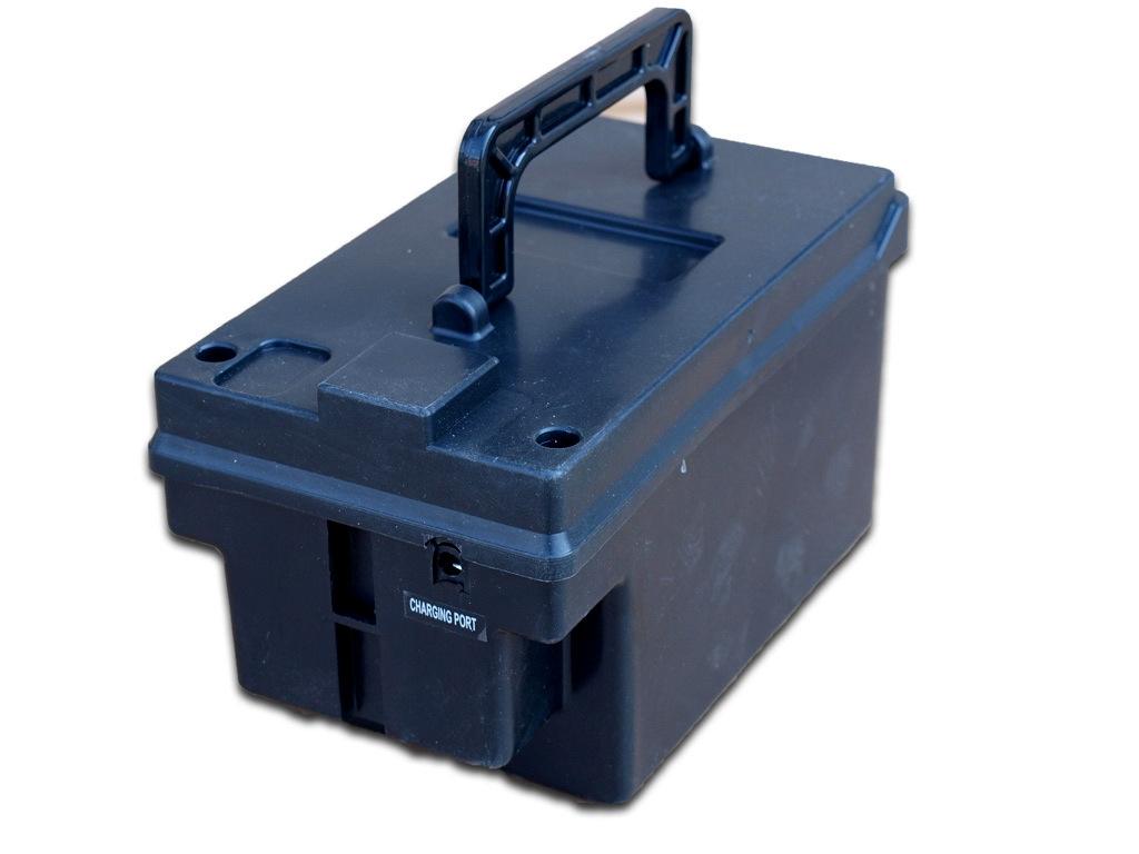 Náhradní box s baterií 12V/7Ah pro Maserati Alfiery a hasičské auto s požární výbavou, s nabíjením mimo auta,