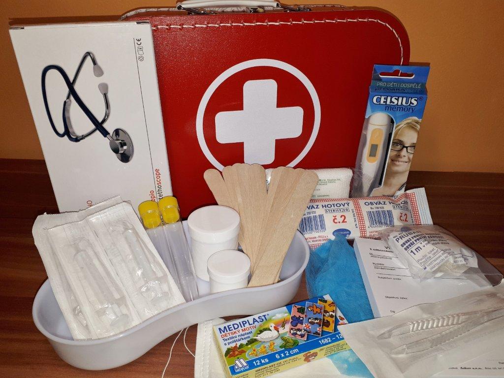 Doktorský kufřík vybavený s funkčním stetoskopem (červený)
