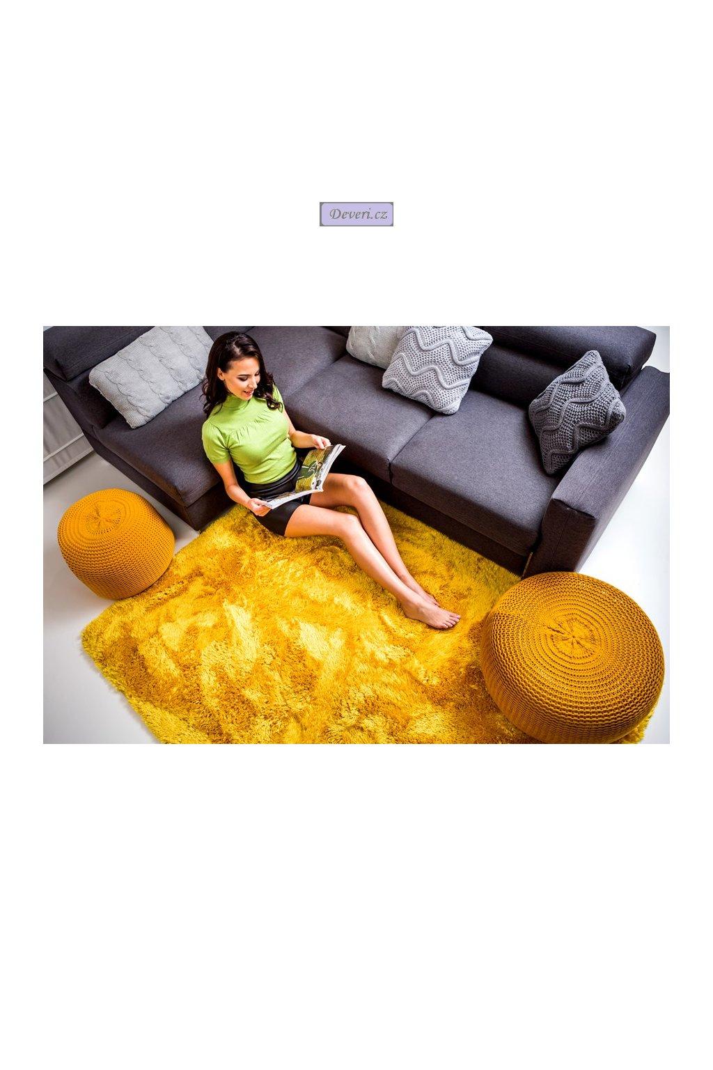 Plyšový kusový koberec hořčice