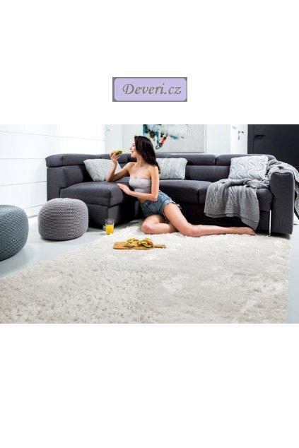 Plyšový kusový koberec béžový