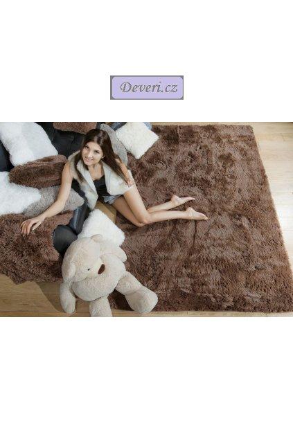 Plyšový kusový koberec hnědý