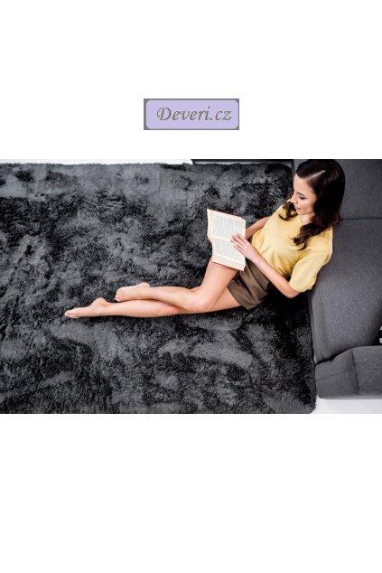 Plyšový kusový koberec grafit