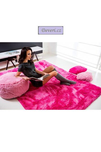 Plyšový kusový koberec tmavě růžový