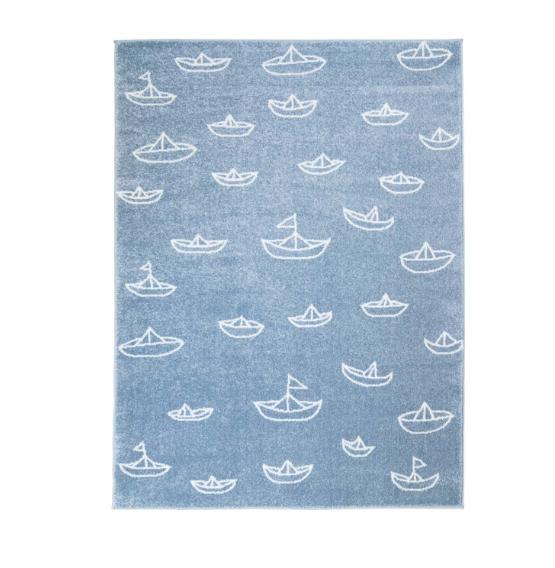 Dětský kusový koberec pastel modrý lodička na moři Rozměr: 140x200cm