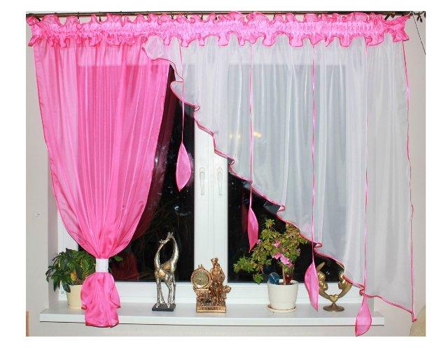 Voálová Záclona Kamila s ozdobnými lístky tmavě růžová 300x150cm