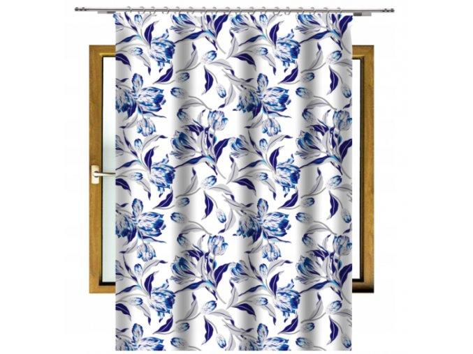 bílý s modrými květy