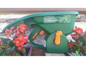 Ruční aplikátor hnojiv