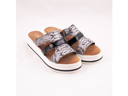 Pantofle s hadinovým vzorem