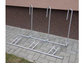 """Stojan na bicykle jednostranný, pravý, univerzálny 24-29 """", 3 parkovacie miesta"""