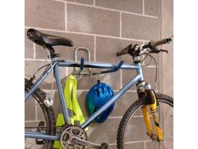 Sklopný stenový držiak pre bicykel