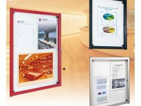 Interiérová vitrína 976 x 722 mm, hĺbka 40 mm - strieborne anodizovaná