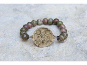 Náramek s amuletem Šrí jantra - Unakit