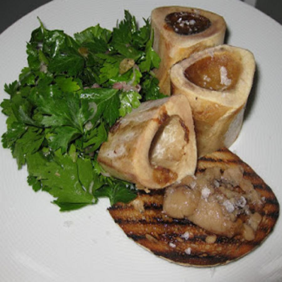 Morkové kosti s petrželkovým salátem