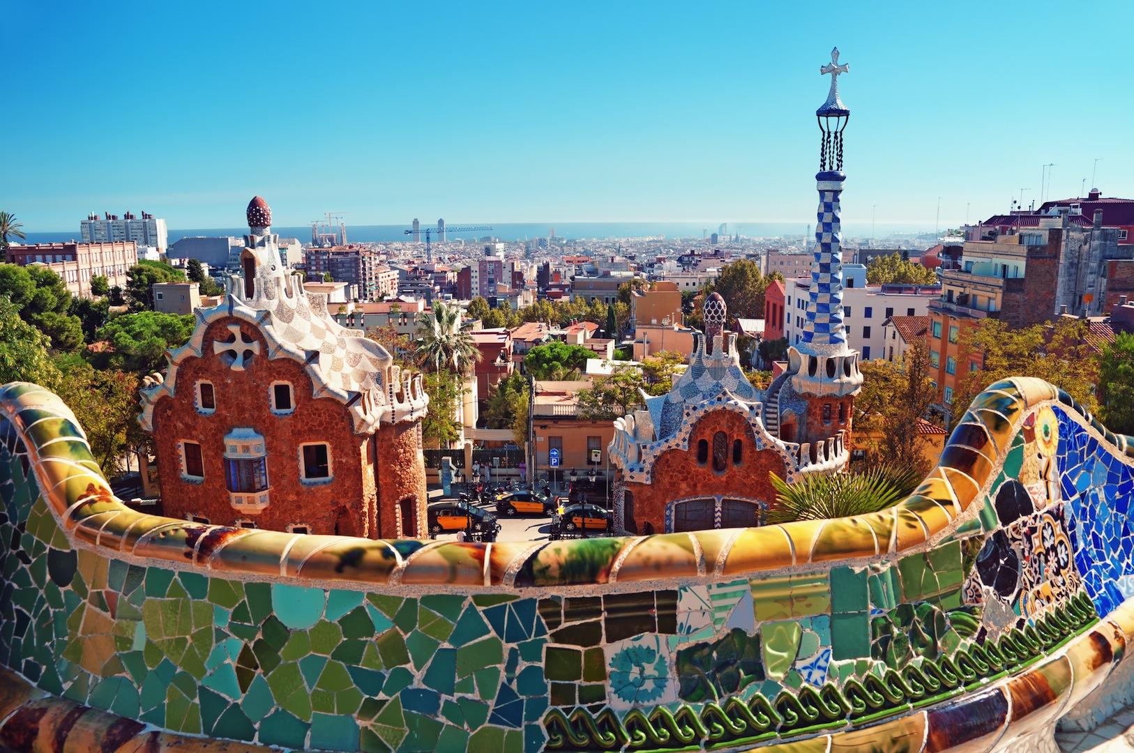 venkovni-mozaika-antonio-gaudi-barcelona