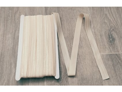 Lesklá lemovací pruženka 19 mm vanilková