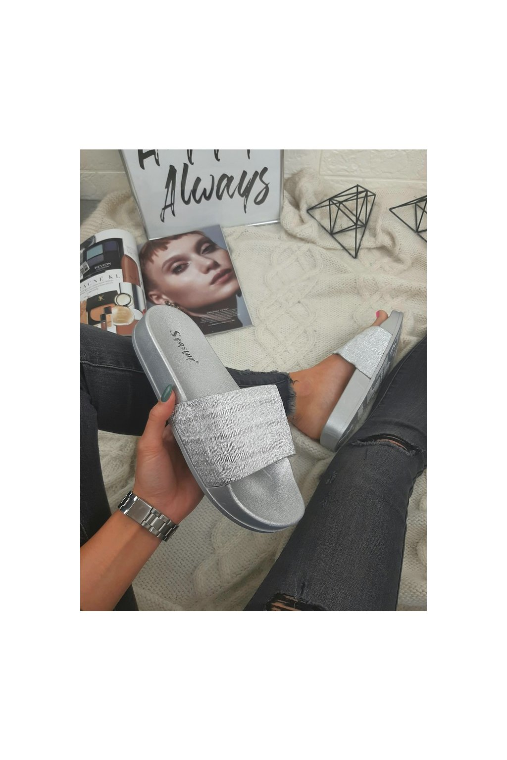 G151 SILVER Stříbrné pantofle (2)
