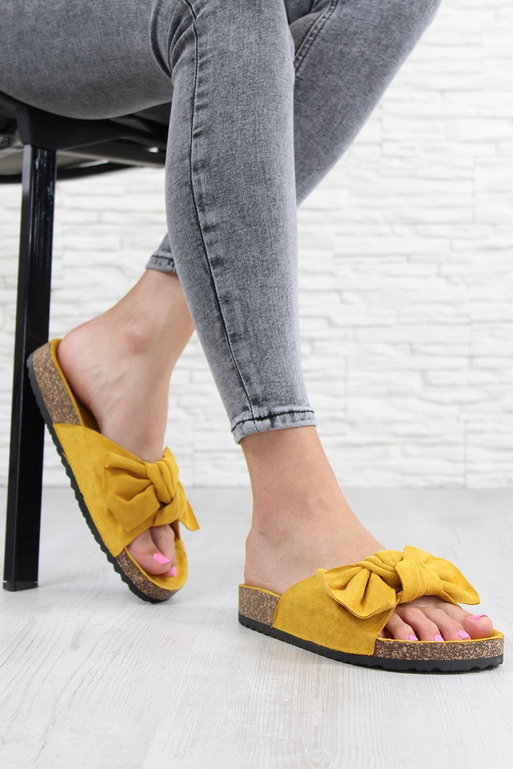 711 4YE Hořčicové pantofle (2)
