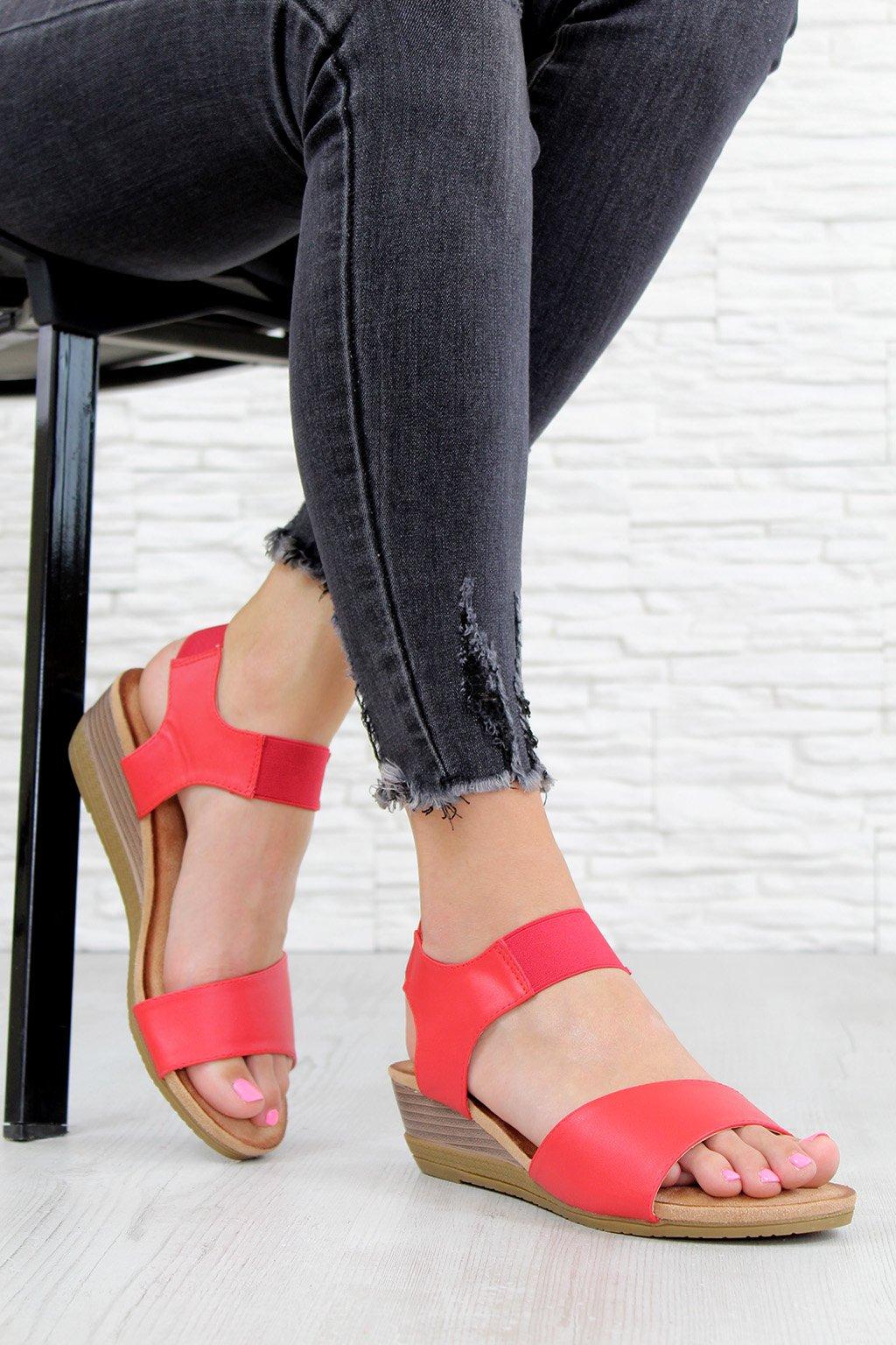 AB9173 3R Červené sandály na klínku (3)
