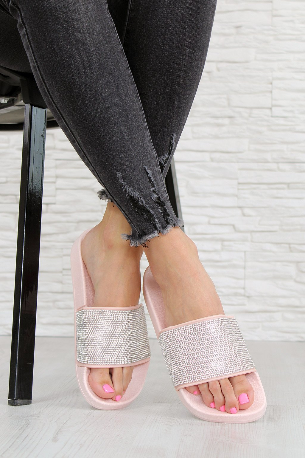 2018PI Růžové pantofle (3)