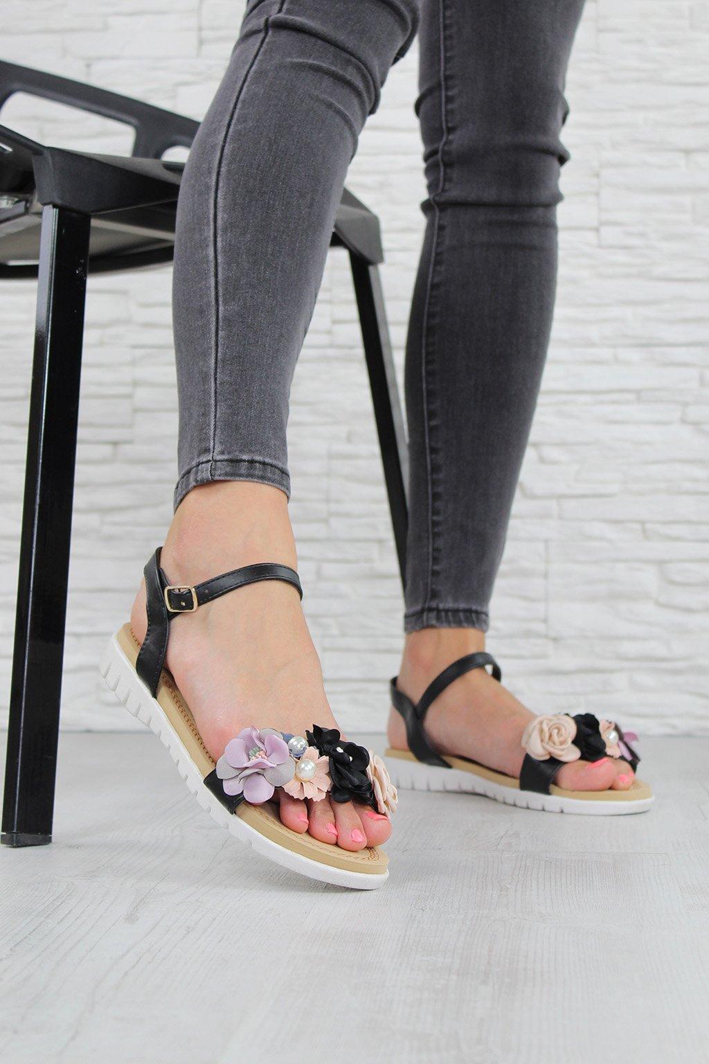 LW 7B Zdobené sandály (1)