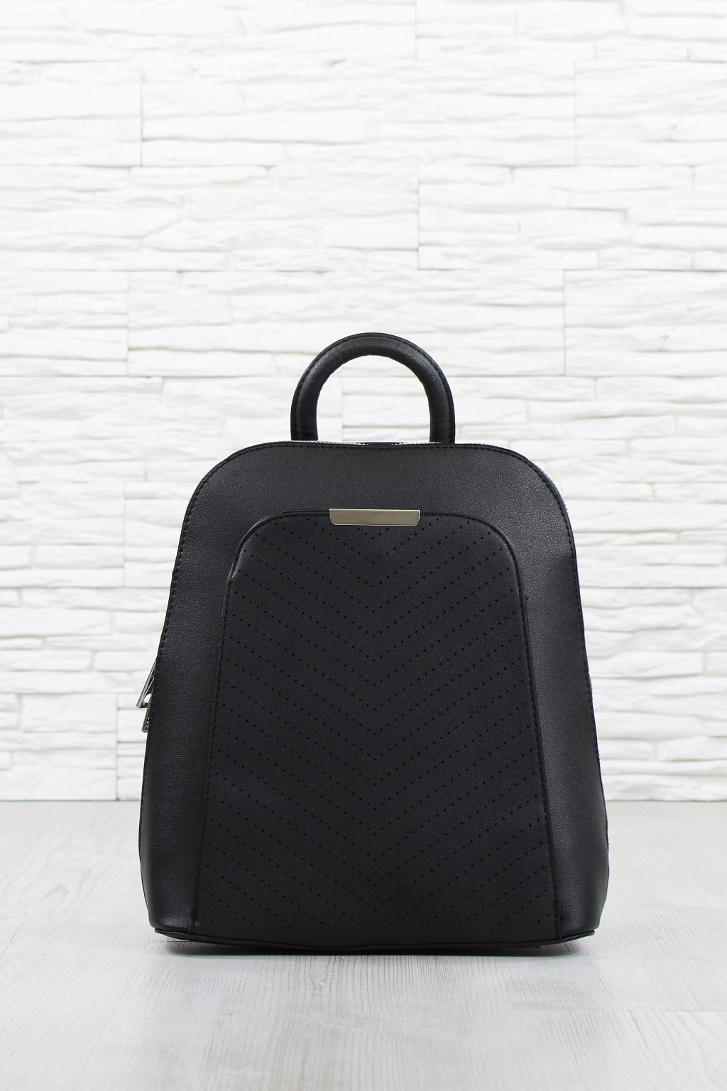 Černý perforovaný batoh 5362 BB (1)