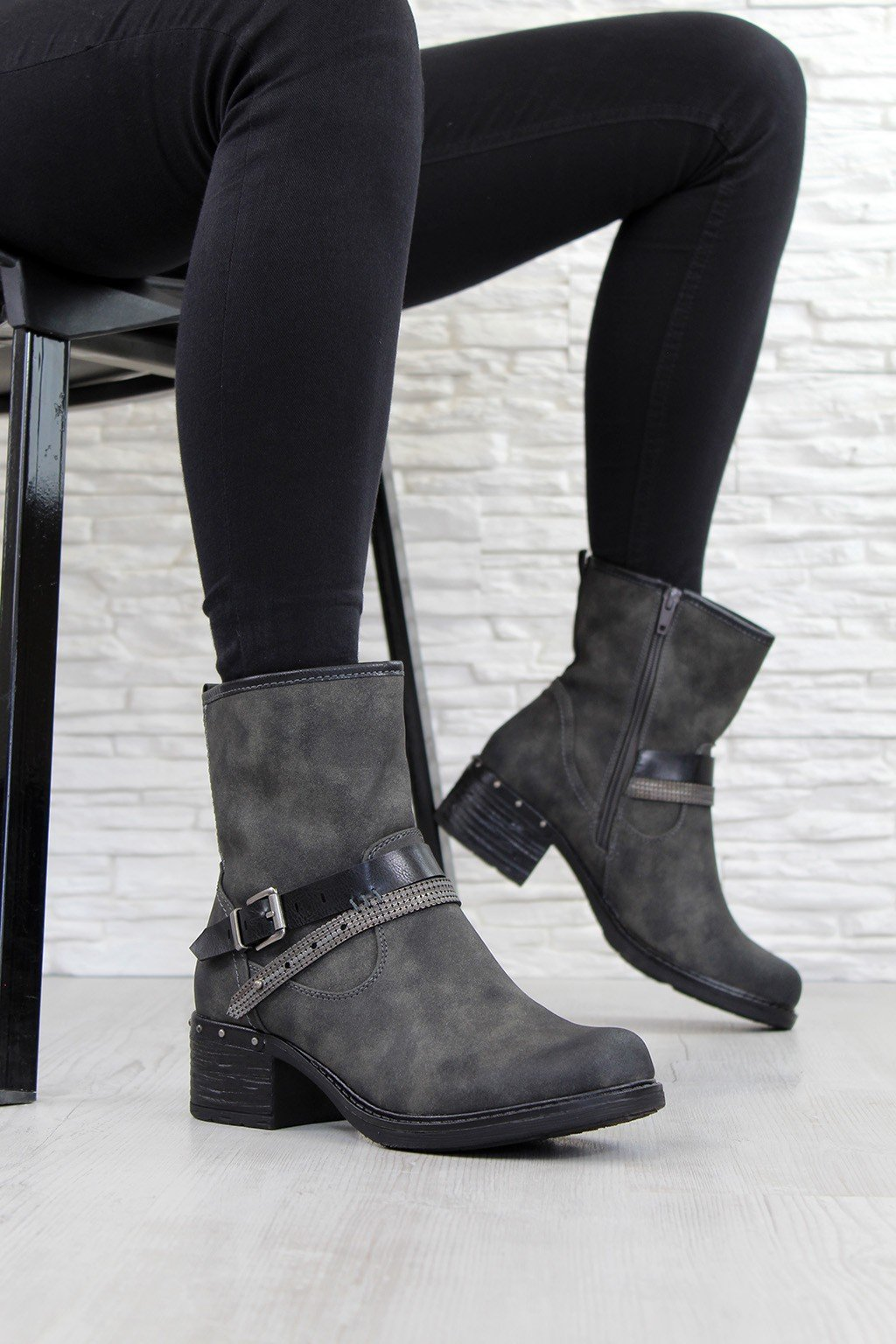 Zimní boty na nízkém podpatku 7 Y9773A (2)