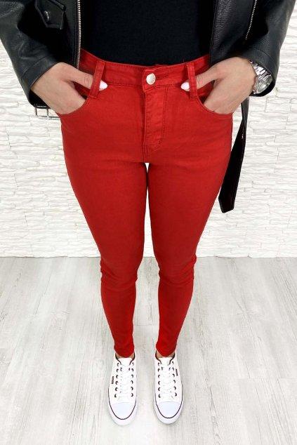 cervene kalhoty