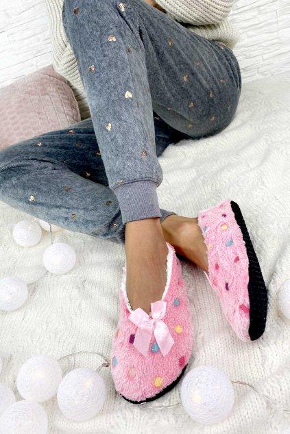 mekke pantofle na doma
