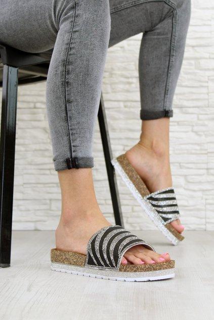 18131B Zdobené pantofle (1)