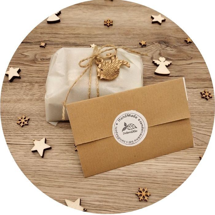 Objednali jste naše ručně vyrobená mýdla, náramky z minerálů nebo svíčky? Těšte se na krásný balíček!