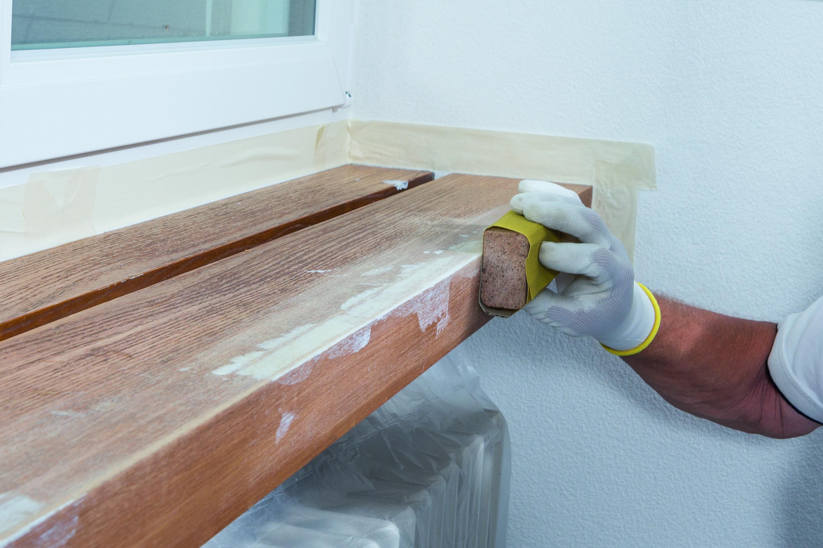 Tmelení a natírání dřevěných povrchů