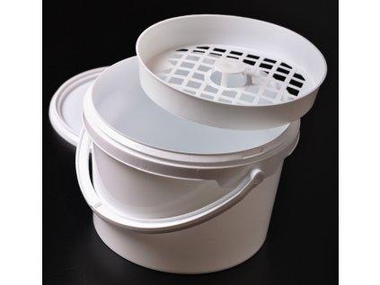Kbelík na nakládání s mřížkou a víkem - 4,2l bílý