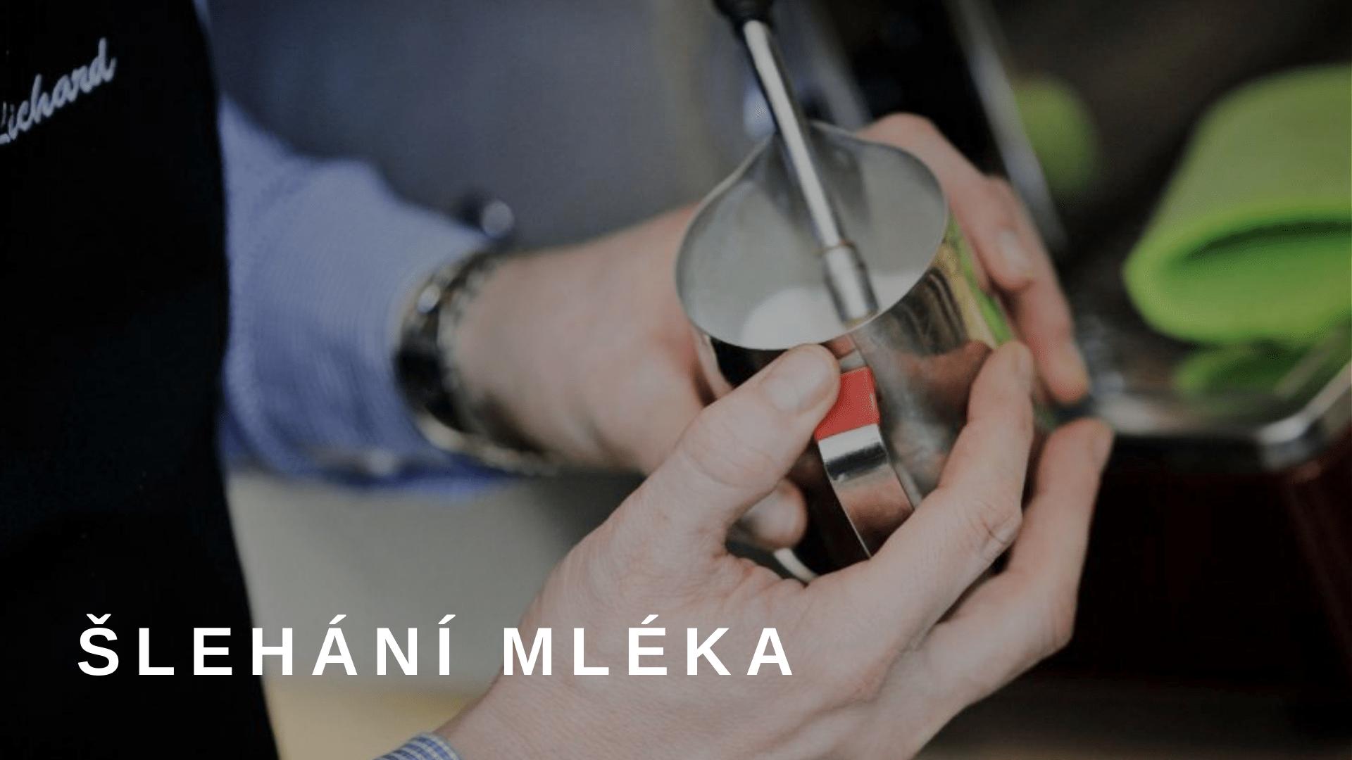 Zpěňování mléka na kávovaru De Longhi