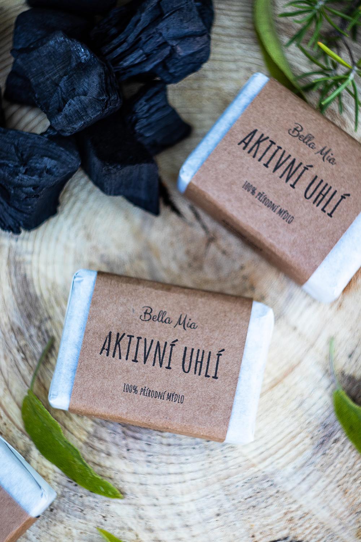 Přírodní mýdlo s aktivním uhlím