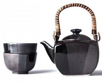 čajové sety, hrníčky a džbánky na saké