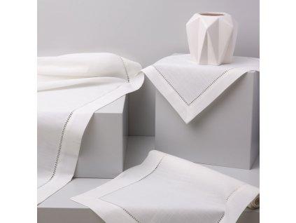 Dekorační ubrus z polyesteru Classical White 160 x 280 cm AMBITION